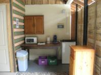Kitchenette en extérieur couvert commune aux 2 chambres